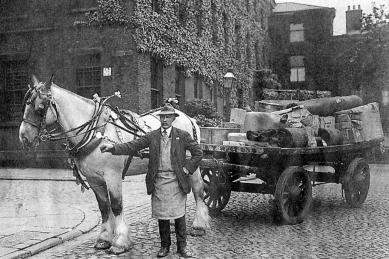 9a-North-Horse-Cart-Winckley-Street-corner-